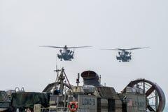 Deux hélicoptères gros porteurs de transport d'étalon de la mer CH-53 des USA n Image libre de droits