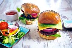 Deux hamburgers Photographie stock libre de droits
