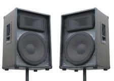 Deux haut-parleurs sonores de vieux concert sur le blanc Photographie stock libre de droits