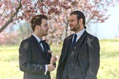 Deux hommes au mariage Images stock