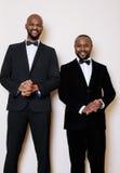 Deux hommes d'affaires afro-américains dans les costumes noirs Images libres de droits