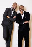 Deux hommes d'affaires afro-américains dans les costumes noirs Photographie stock libre de droits