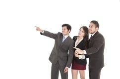 Deux hommes d'affaires beaux et une femme d'affaires dedans Images stock