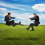 Deux hommes d'affaires dans le combat Photos stock