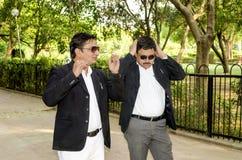 Deux hommes d'affaires en parc Photographie stock