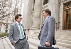 Deux hommes d'affaires riant ensemble Image libre de droits