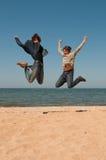 Deux hommes dans un saut. Image stock