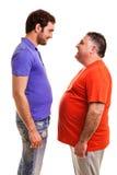 Deux hommes heureux se tenant face à face Photo stock