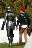 Deux hommes marchent loin Photos stock