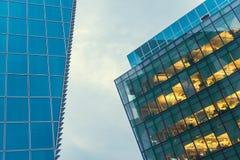 Deux immeubles de bureaux Photos stock