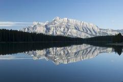 Deux Jack Lake, parc national de Banff, Canada image stock