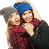 Deux jeune amie ayant l'amusement Photographie stock