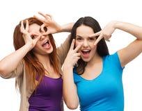 Deux jeunes adolescents faisant des visages Photo libre de droits