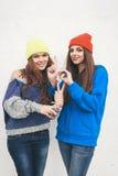 Deux jeunes amie de hippie Photographie stock libre de droits