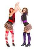 Deux jeunes amies battant des mains Photographie stock libre de droits