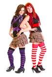 Deux jeunes amies heureuses restant de nouveau au dos Images libres de droits