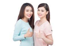 Deux jeunes amis féminins heureux Photographie stock