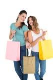 Deux jeunes amis féminins heureux avec des paniers Photographie stock libre de droits