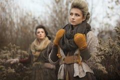 Deux jeunes dames images libres de droits
