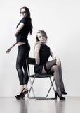 Deux jeunes femmes d'affaires Photo stock