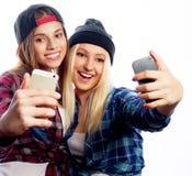 Deux jeunes femmes drôles Photographie stock