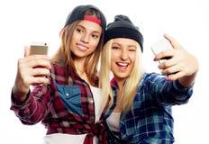 Deux jeunes femmes drôles Image libre de droits
