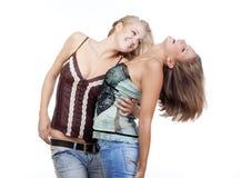 Deux jeunes femmes heureuses Photo stock