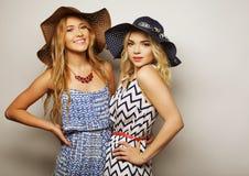 Deux jeunes femmes sexy Photographie stock libre de droits