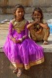 Deux jeunes filles au temple de Galtaji Photo libre de droits