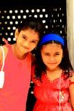 Deux jeunes filles mignonnes Photographie stock