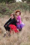 Deux jeunes filles sur le vélo Photographie stock