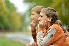 Deux jeunes garçons Image stock