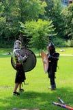 Deux jeunes hommes dans le costume médiéval, parc du congrès, Saratoga, New York, 2015 Image stock