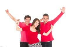 Deux jeunes hommes et une jeune fille se sont habillés en rouge Photographie stock libre de droits