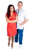 Deux jeunes médecins heureux Image libre de droits