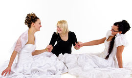 Deux jeunes mariées et ami Photo stock