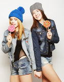 Deux jeunes meilleurs amis de filles de hippie Photos libres de droits