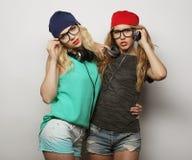 Deux jeunes meilleurs amis de filles de hippie Photo libre de droits