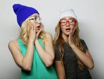 Deux jeunes meilleurs amis de filles de hippie Image libre de droits