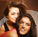 Deux jolies amies à la partie Image libre de droits