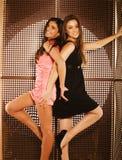 Deux jolies amies à la partie Photos libres de droits
