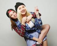 Deux jolies amies de l'adolescence Photographie stock