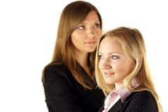 Deux jolies femmes d'affaires Photo stock