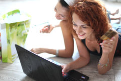 Deux jolies filles photographie stock libre de droits