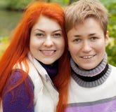 Deux jolies filles en parc d'automne Image libre de droits