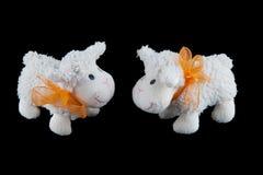 Deux jouets bourrés de moutons Photographie stock libre de droits