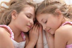 Deux jumelles de soeurs Image stock