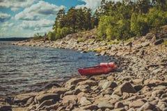 Deux kayaks sur le lac Photos stock
