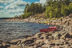 Deux kayaks sur le lac Image libre de droits