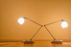 Deux lampes de table allumées Photographie stock libre de droits